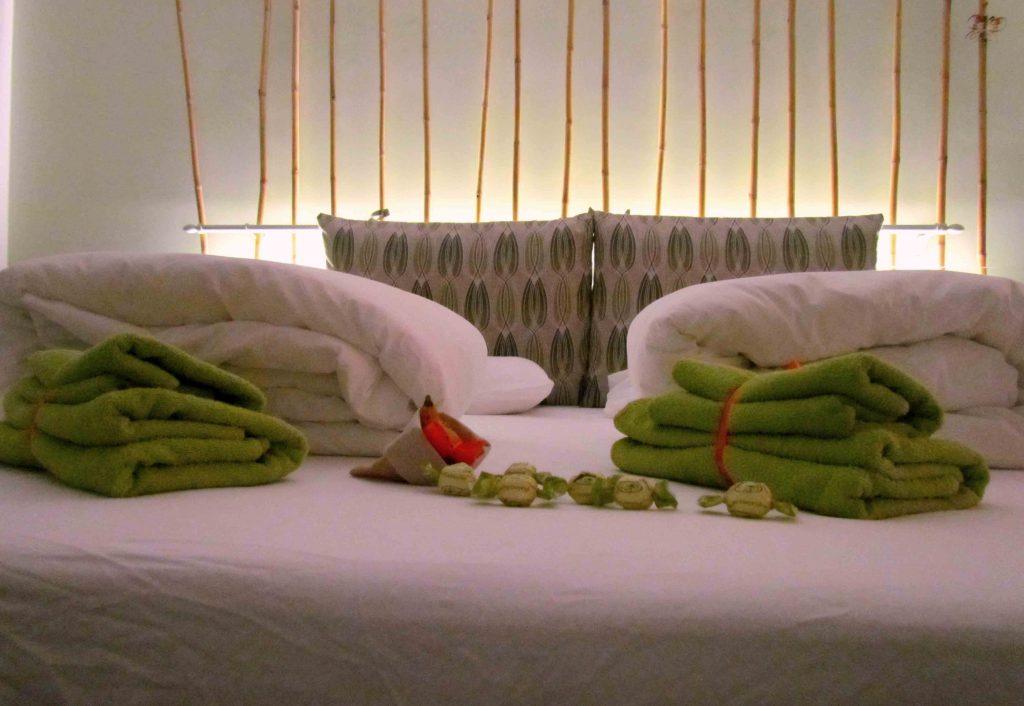 particolare del letto della camera Laguna